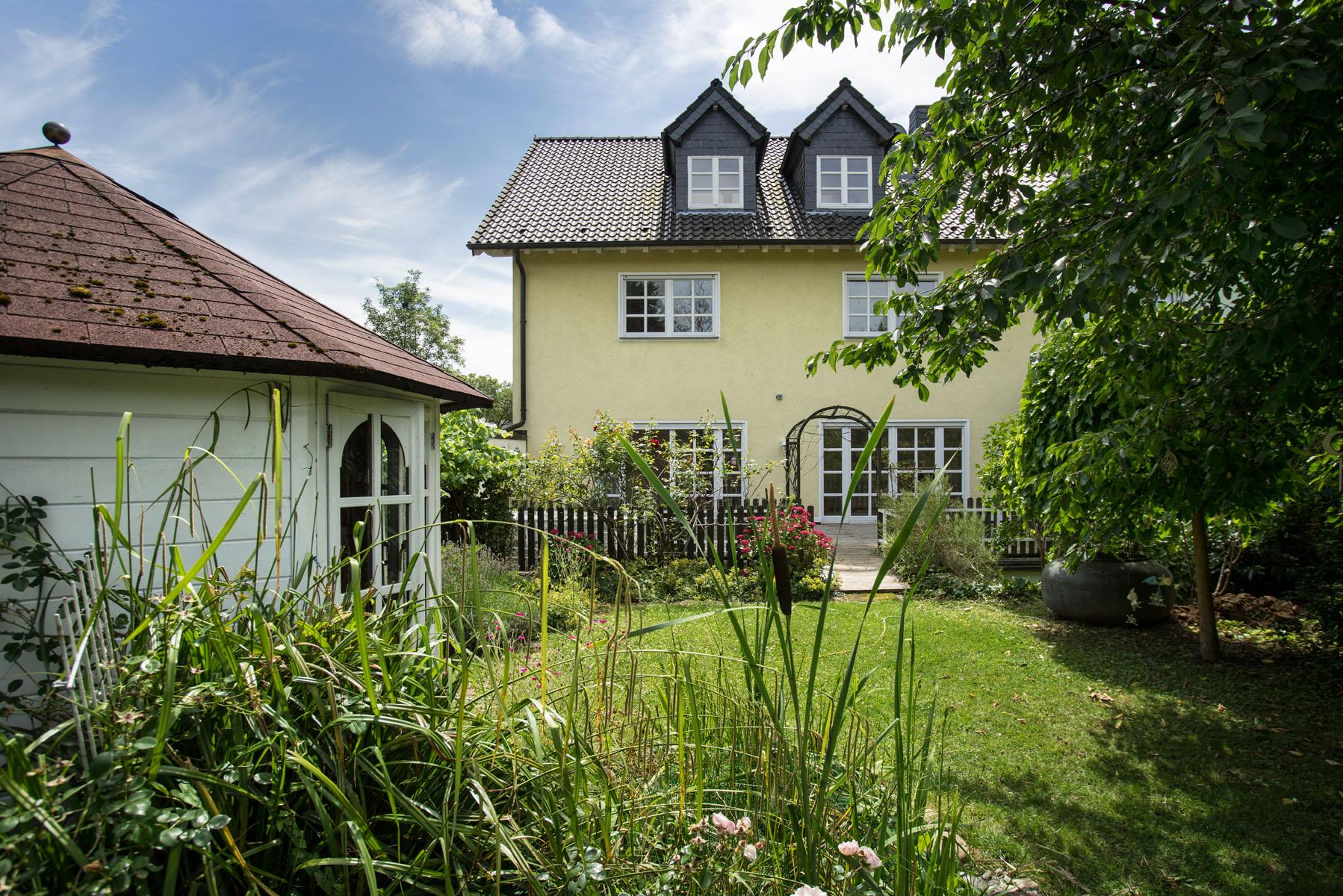 gro es haus mit zauberhaftem garten und sch ner lage in bad godesberg friesdorf. Black Bedroom Furniture Sets. Home Design Ideas